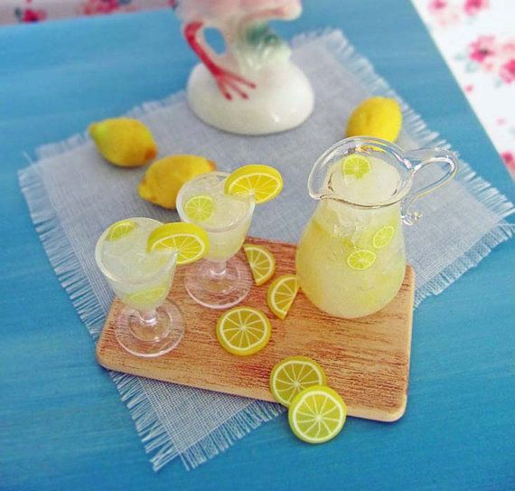 Dollhouse Artisan Lemonade Being Made w Lemon Reamer 1:12 Doll House Miniatures
