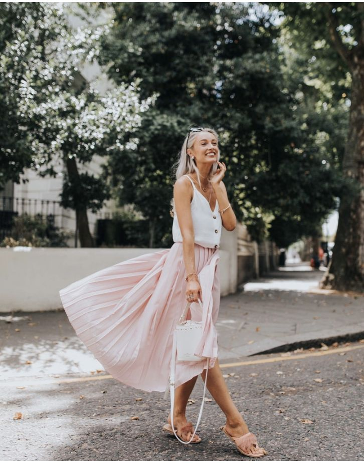 Pink pleated skirt outfit - perfect for summer! (Image via ...