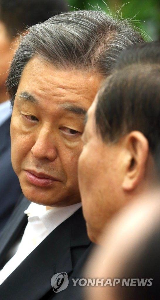 서청원과 이야기하는 김무성