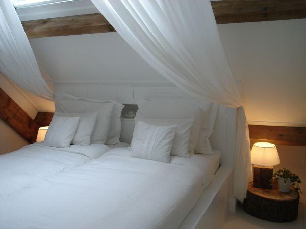mooi bedhemel op schuine wand - slaapkamer | Pinterest - Slaapkamer ...