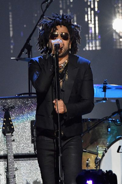 Lenny Kravitz Photos - Singer-songwriter Lenny Kravitz pays tribute to 2004 Inductee Prince onstage at the 32nd Annual Rock & Roll Hall Of Fame Induction Ceremony at Barclays Center on April 7, 2017 in New York City. Debuting on HBO Saturday, April 29, 2017 at 8:00 pm ET/PT - 32nd Annual Rock & Roll Hall Of Fame Induction Ceremony - Show