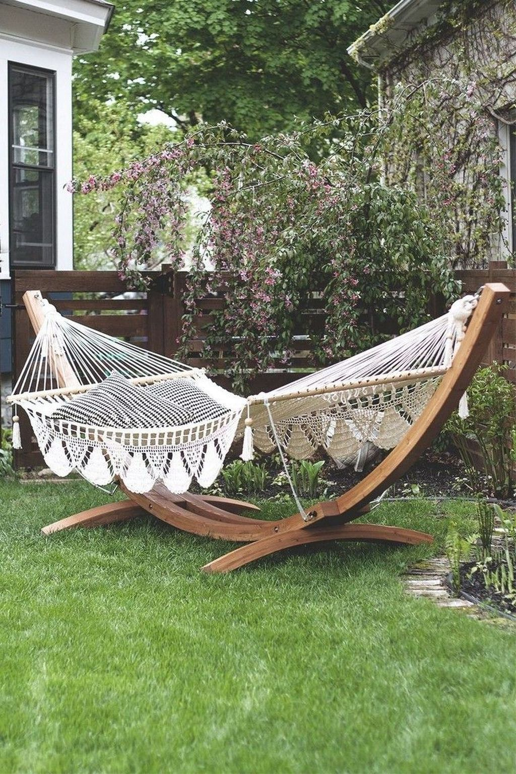 11 Impressive Hammock Design Ideas (Indoor/Outdoor) in