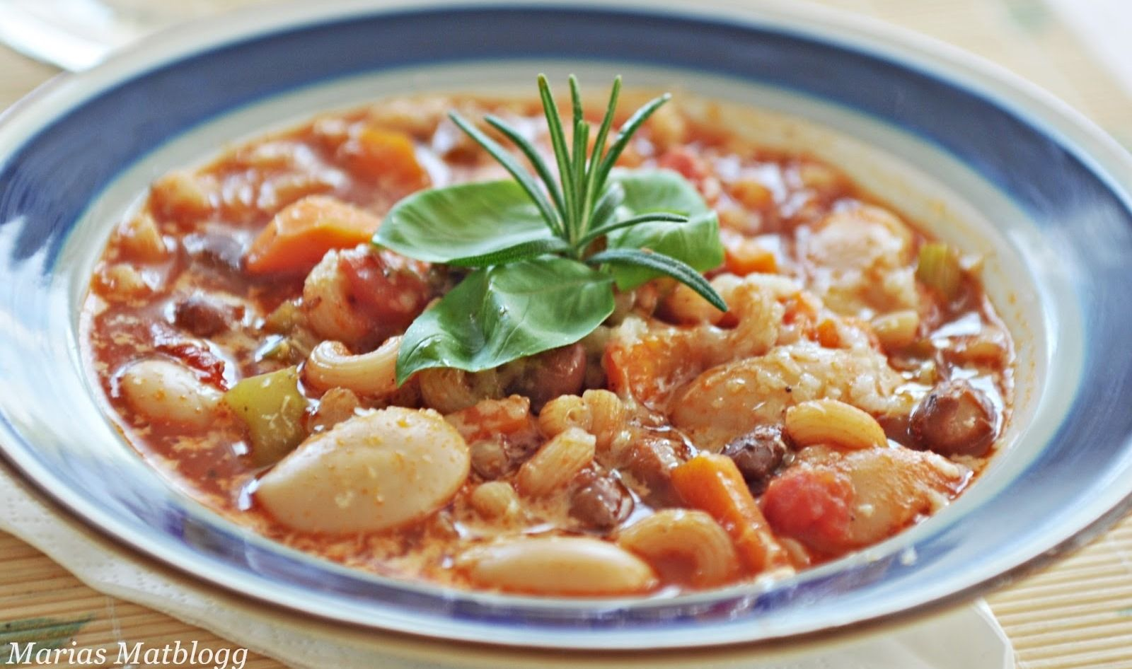 Italiensk Restemat Med Bonner Tomatsaus Og Masse Snadder Jeg