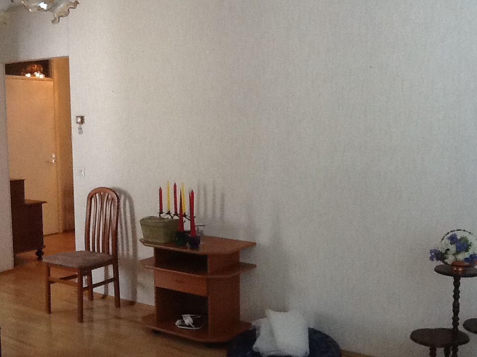 Olohuoneen värillinen seinä?
