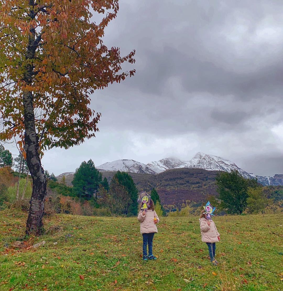 Estoyconlunalaluna Y Estoyconestrellitanoa Así De Bien Hemos Pasado La Mañana Paseando Por La Montaña Con Ellas Natural Landmarks Landmarks Nature