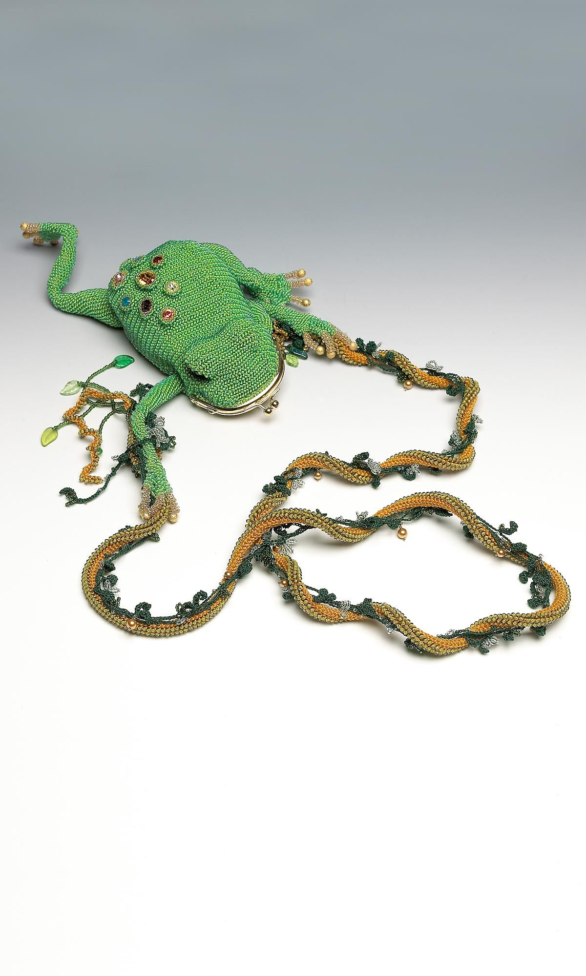 Seed bead frog purse by Yuko Shiba via Fire Mountain Gems and ...