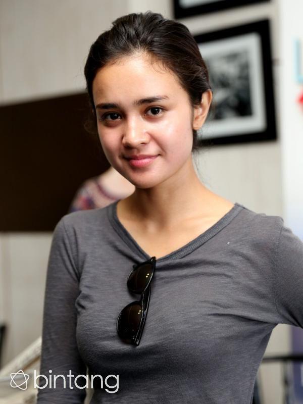 Jauh Jauh Ke London Michelle Ziudith Tak Bisa Move On Selebriti Wanita Cantik Gadis Lucu