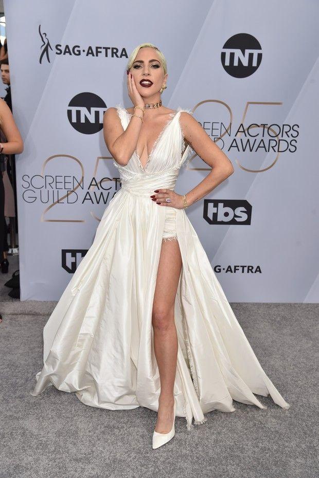Lady Gaga rouba a cena no red carpet do SAG Awards