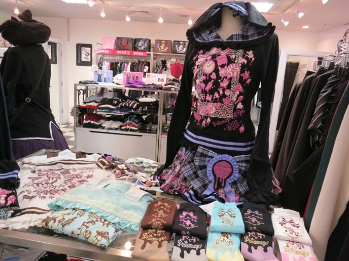 Sweet & Gothic Lolita dresses, Punk fashion at Yokohama Vivre. Angelic Pretty, Putumayo & eyeball tattoos! | La Carmina Blog - Alternative Fashion, Goth Travel, Subcultures