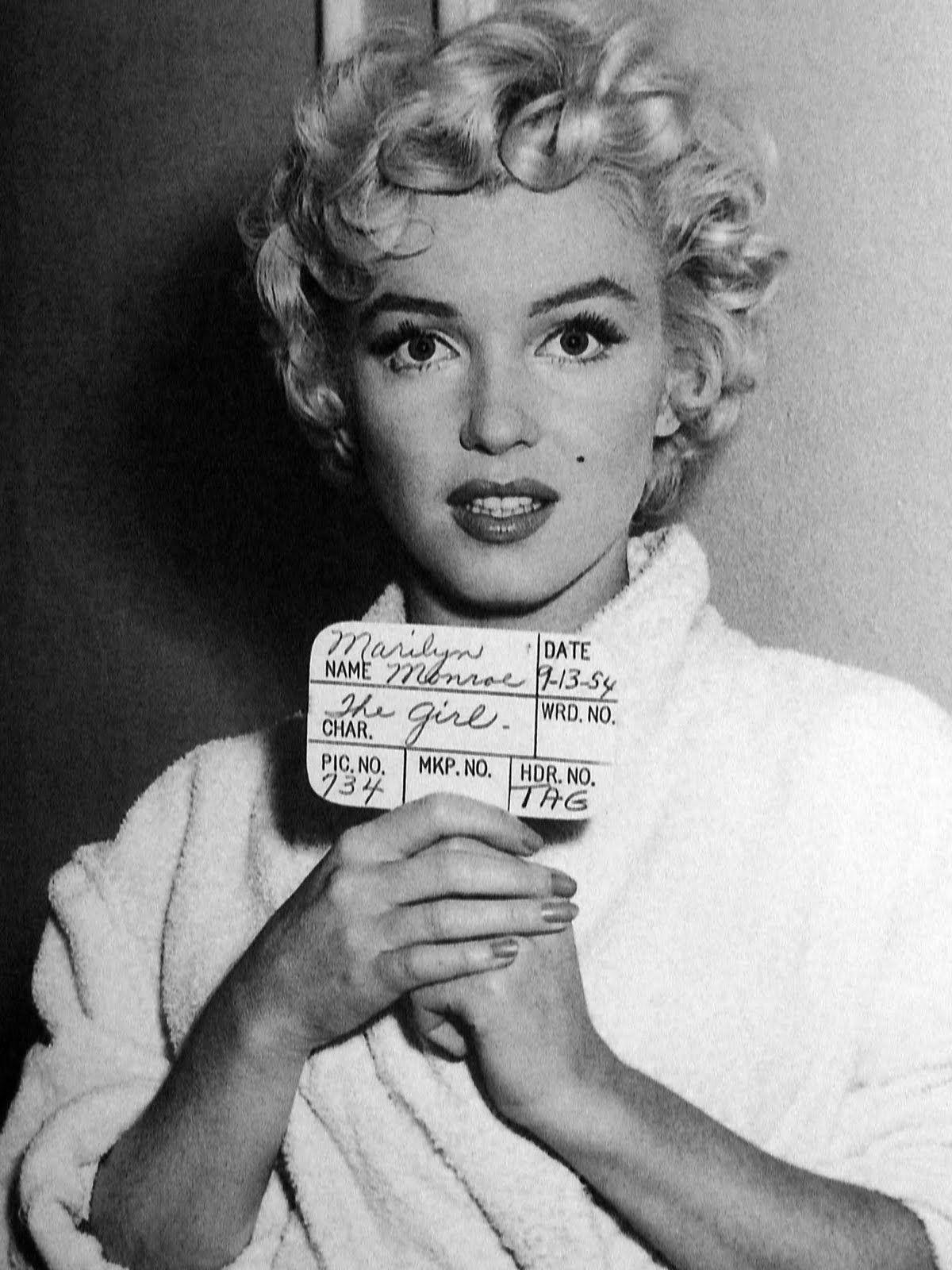 Pin By Jussara P Nascimento On Mugshots Marilyn Monroe Hair Short Hair Styles Marilyn