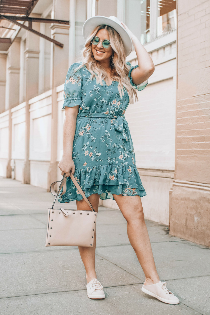 New York Style Blogger Danielle Gervino For Express Shop The Look At Www Pineappleandprosecco Com Expresspartner Summerdress Summeroutfit [ 1102 x 735 Pixel ]