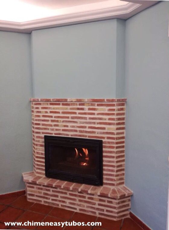 Chimenea de le a en rinc n fabricada en ladrillo visto - Instalacion de chimeneas de lena ...