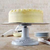 revolving cake stand - sur la table