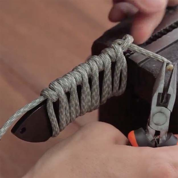 How To Make A Quick Release Paracord Knife Wrap Paracord