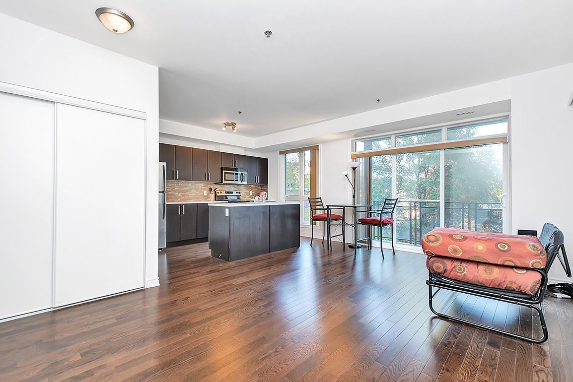 Happy Friday Everyone! Checkout this awesome condo