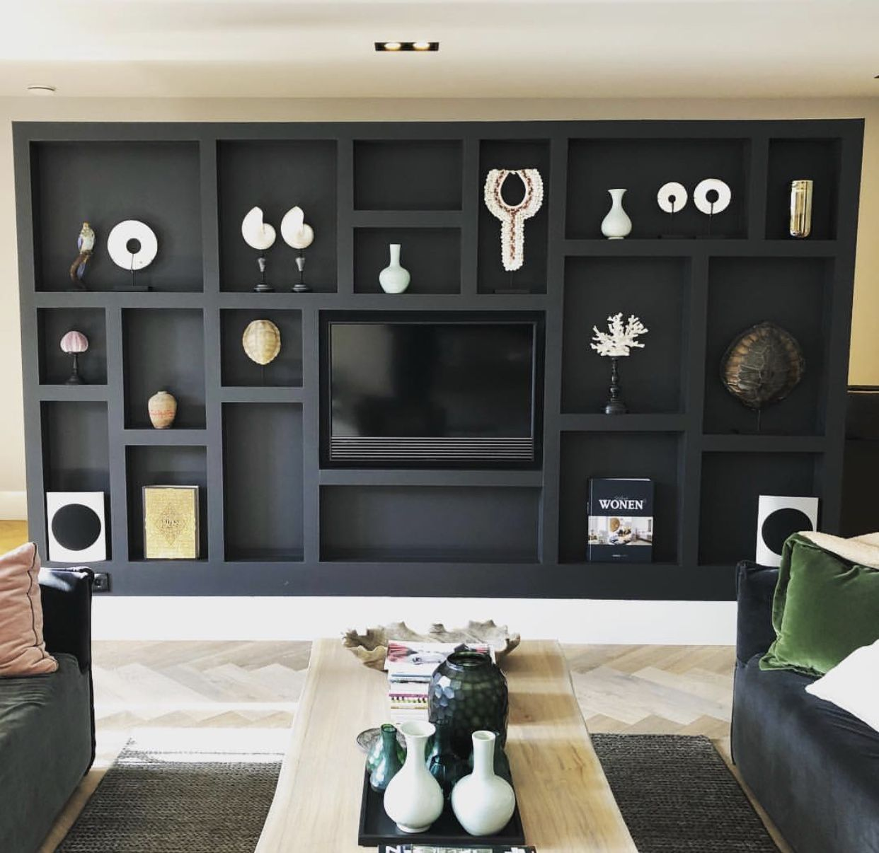 Kast woonkamer | Ev dekorasyonu | Pinterest | Black interior design ...
