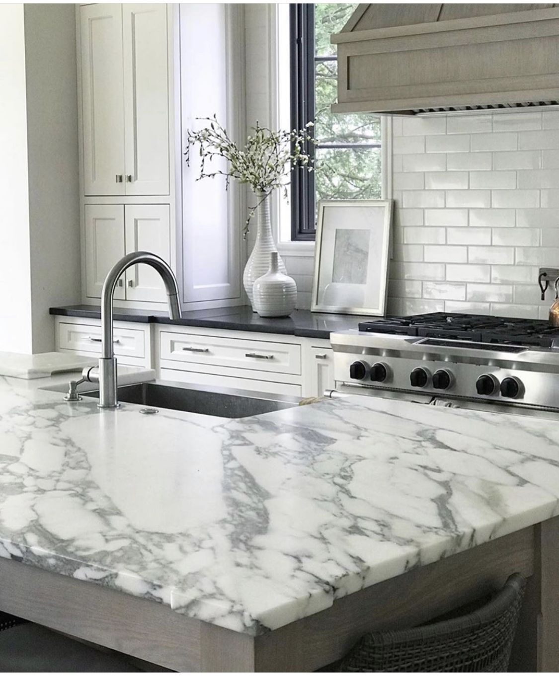 If You Want A Clean And Bright Look For Your Kitchen Using An All White Design Is The Key We Love In 2020 Custom Countertops Engineered Stone Countertops Countertops