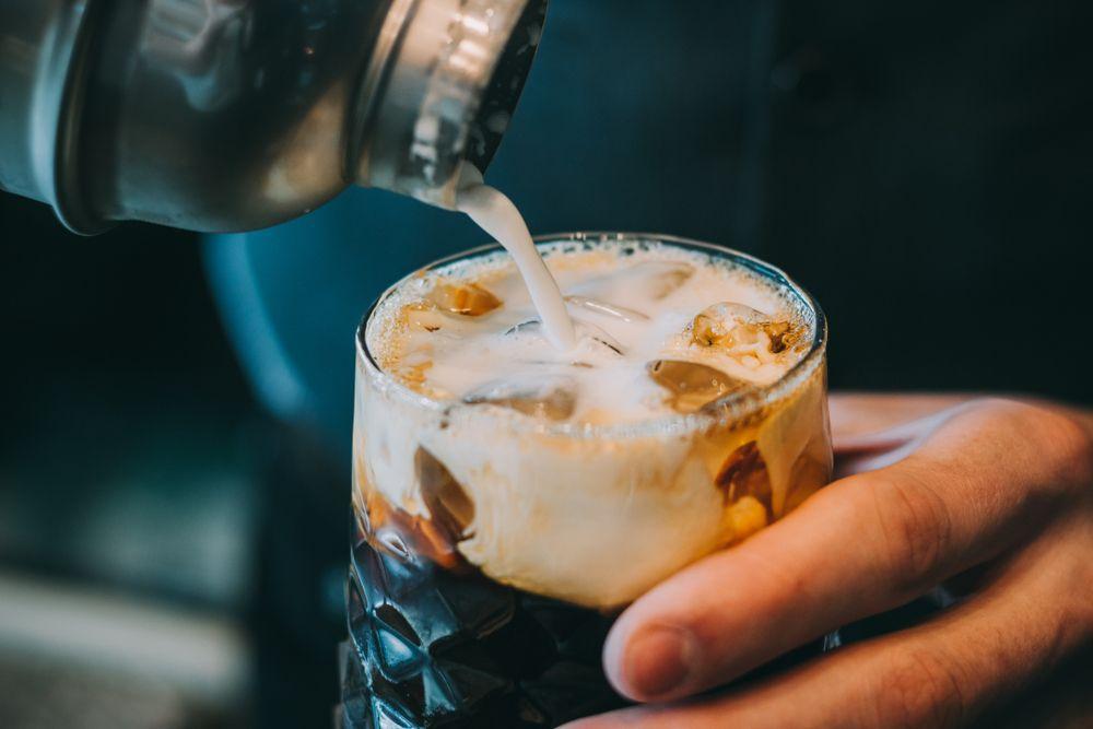 コーヒーとウイスキーで作るおすすめカクテル 美味しいレシピも紹介 Loohcs レシピ コーヒーカクテル 食べ物のアイデア