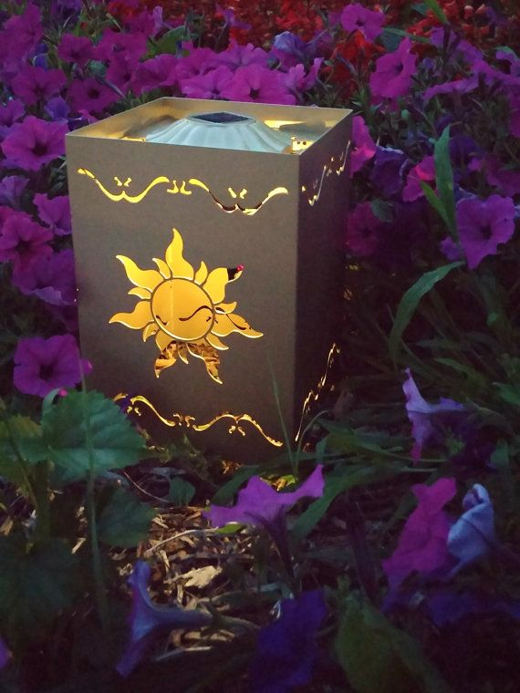 Solar powered garden light inspired by the tangled lantern