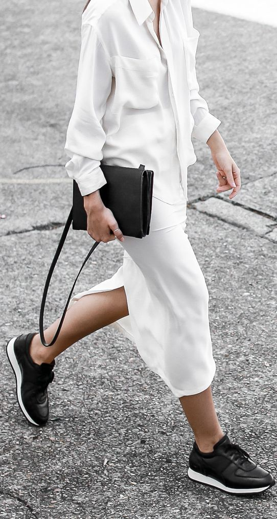 White And Black Street Chic Outfit