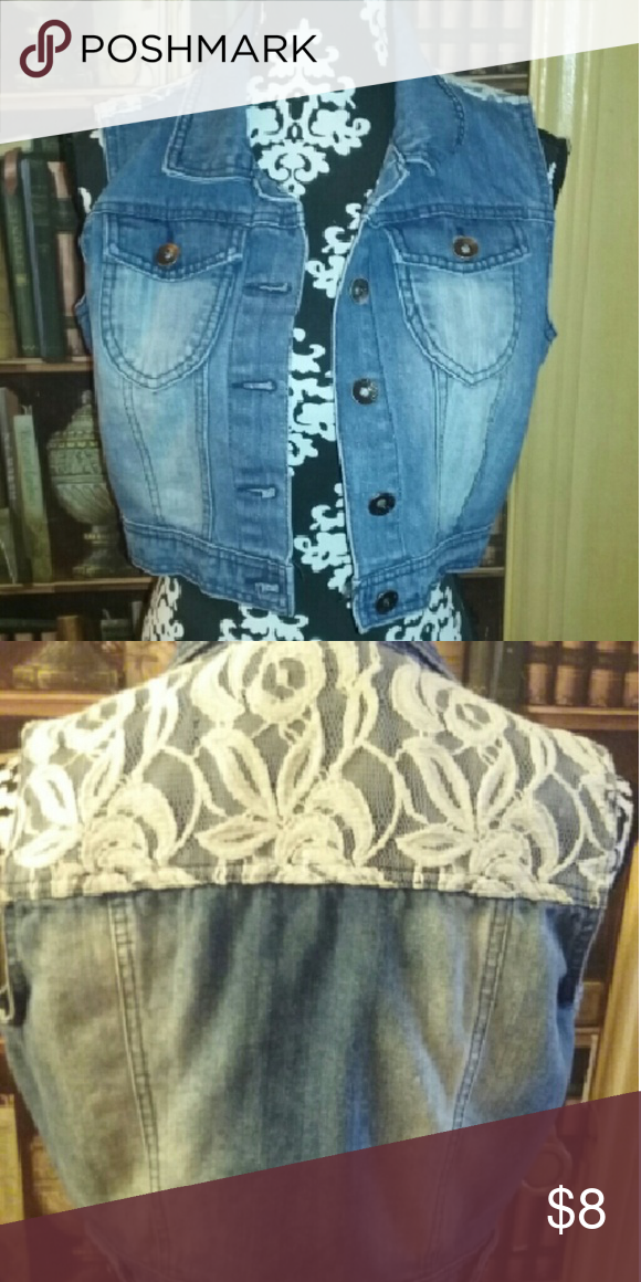 Crop jacket It's never worn the tag came off and in great condition Jackets & Coats Jean Jackets