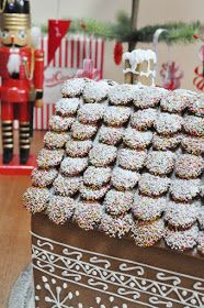 Tania McCartney Blog: gingerbread house