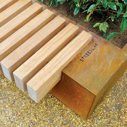 assise en bois dur avec bac à plantes en acier CorTen Urban