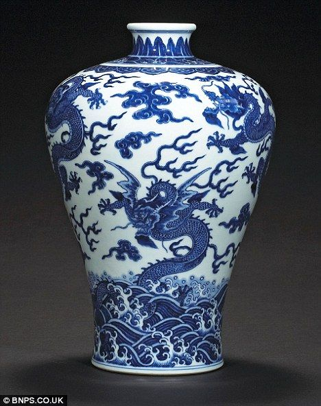 Sold For 5 Million The Chinese Dragon Vase That Auctioneers