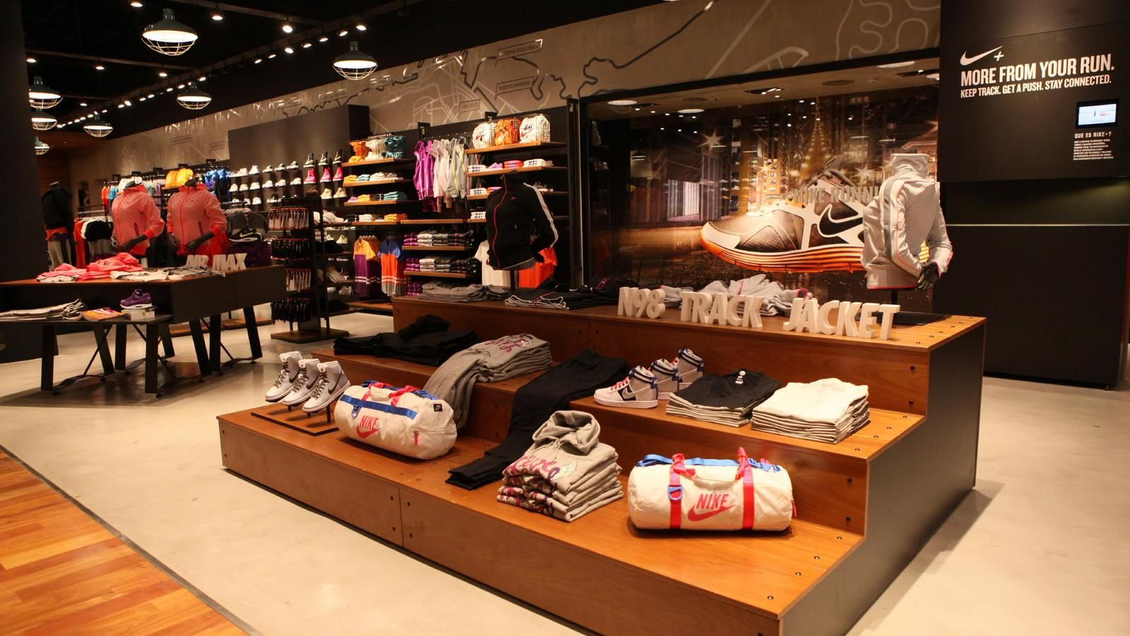 hidrógeno novedad hostilidad  Nike store in Argentina earns gold LEED certification | Retail interior,  Shop interiors, Store interiors