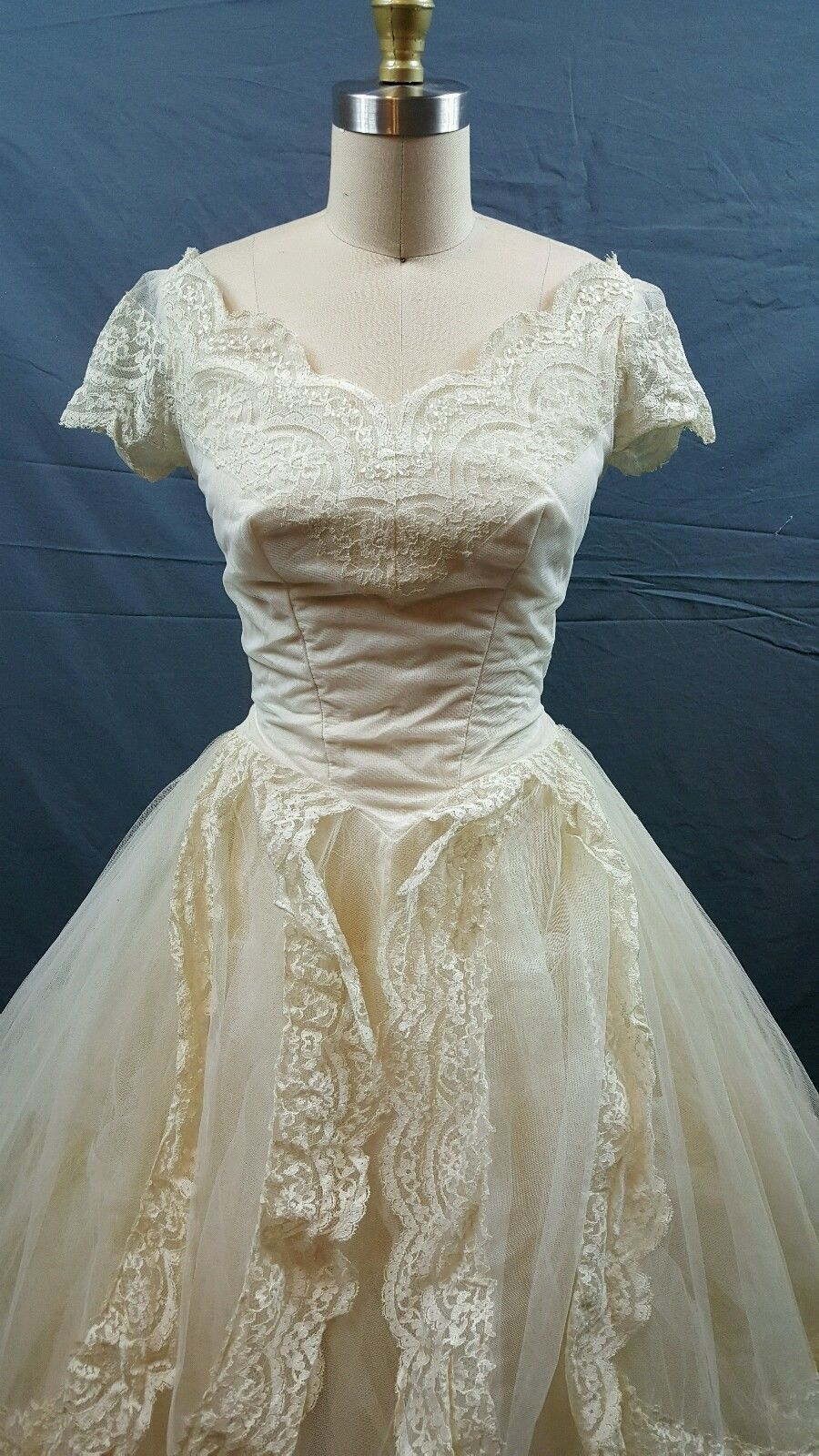 Vintage s wedding dress tulle beige tan s small lace a line