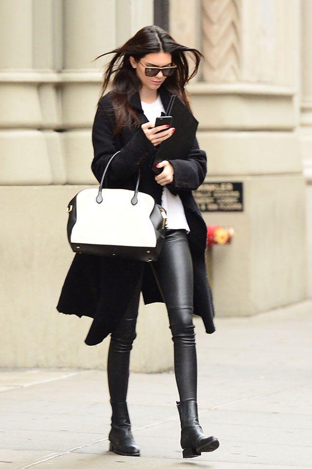 VOGUE Musts: Off duty Inspiración street style... deja una estela de elegancia a tu paso. vía app https://itunes.apple.com/app/id934686623?at=10lIMc&ct=934686623