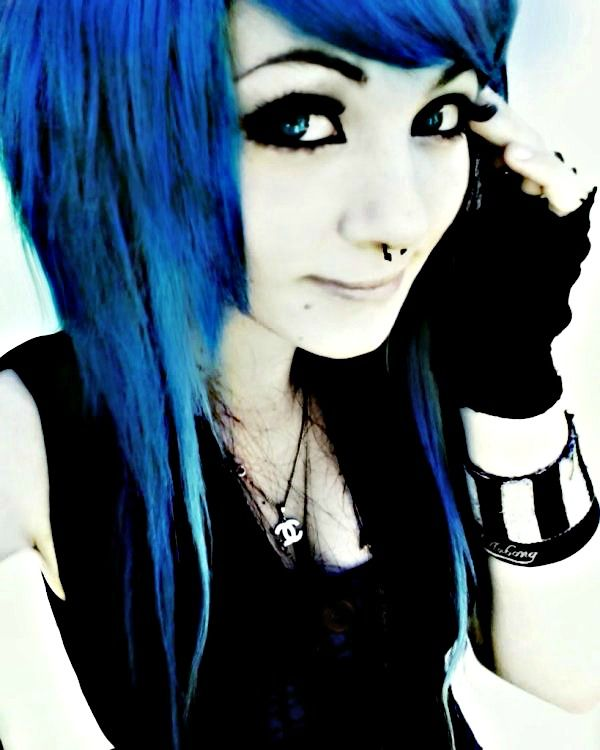 I Love It This Emo Girl Looks Great With Blue Hair Dye 플러스