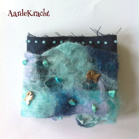 Aquablue arm cuff 'Ariel' Mermaid Felt Turquoise door AardeKracht