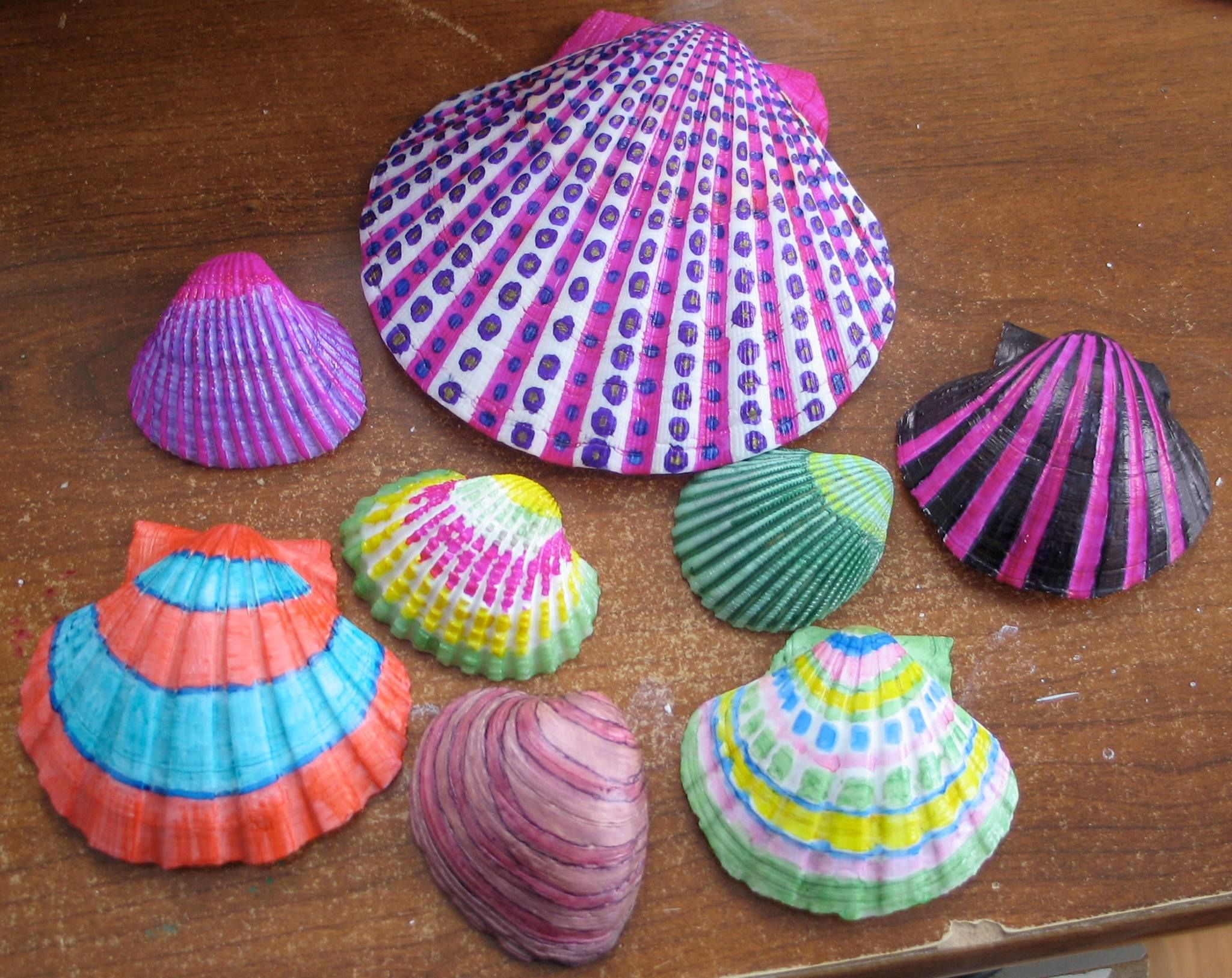 More shells i painted with sharpie pens seashell crafts for Sea shell crafts