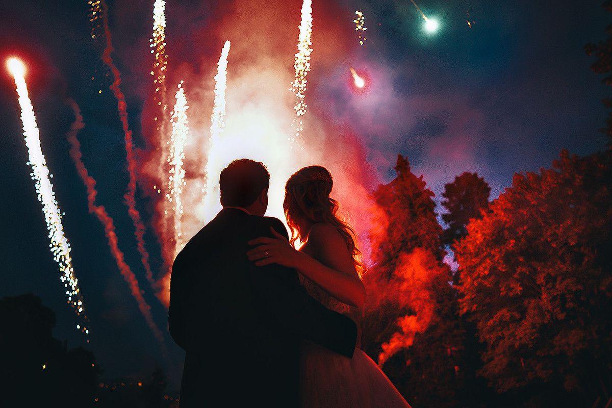 прозрачное нижнее фото пары на фоне огня создании