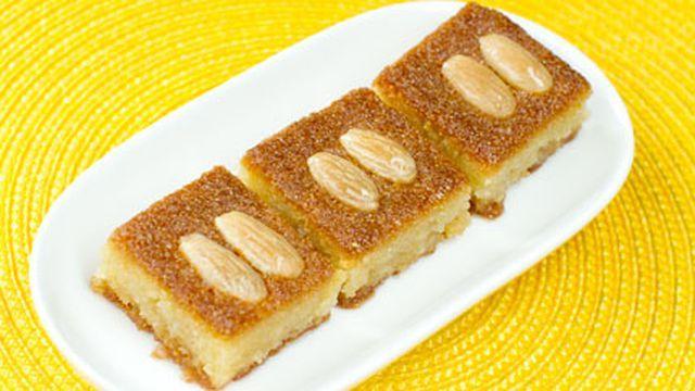 بسبوسة سهلة Recipe Lebanese Desserts Food Sweet Recipes
