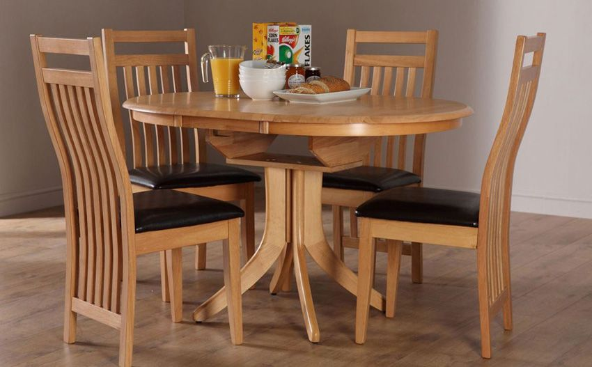 Hudson Round Oak Extending Dining Table With 4 Bali Chairs
