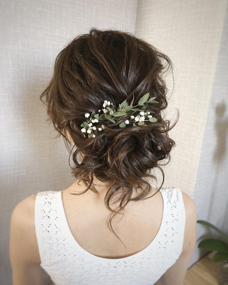 Brautfrisur mit frischen Blumen - Brautfrisuren - Ideen für die Hochzeit Bridal Styling - Blumen Blog #coiffure
