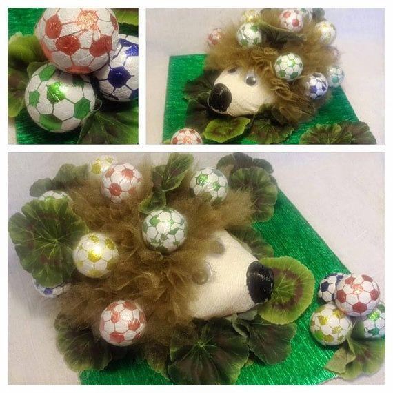 Ежик с шоколадными футбольными мячами