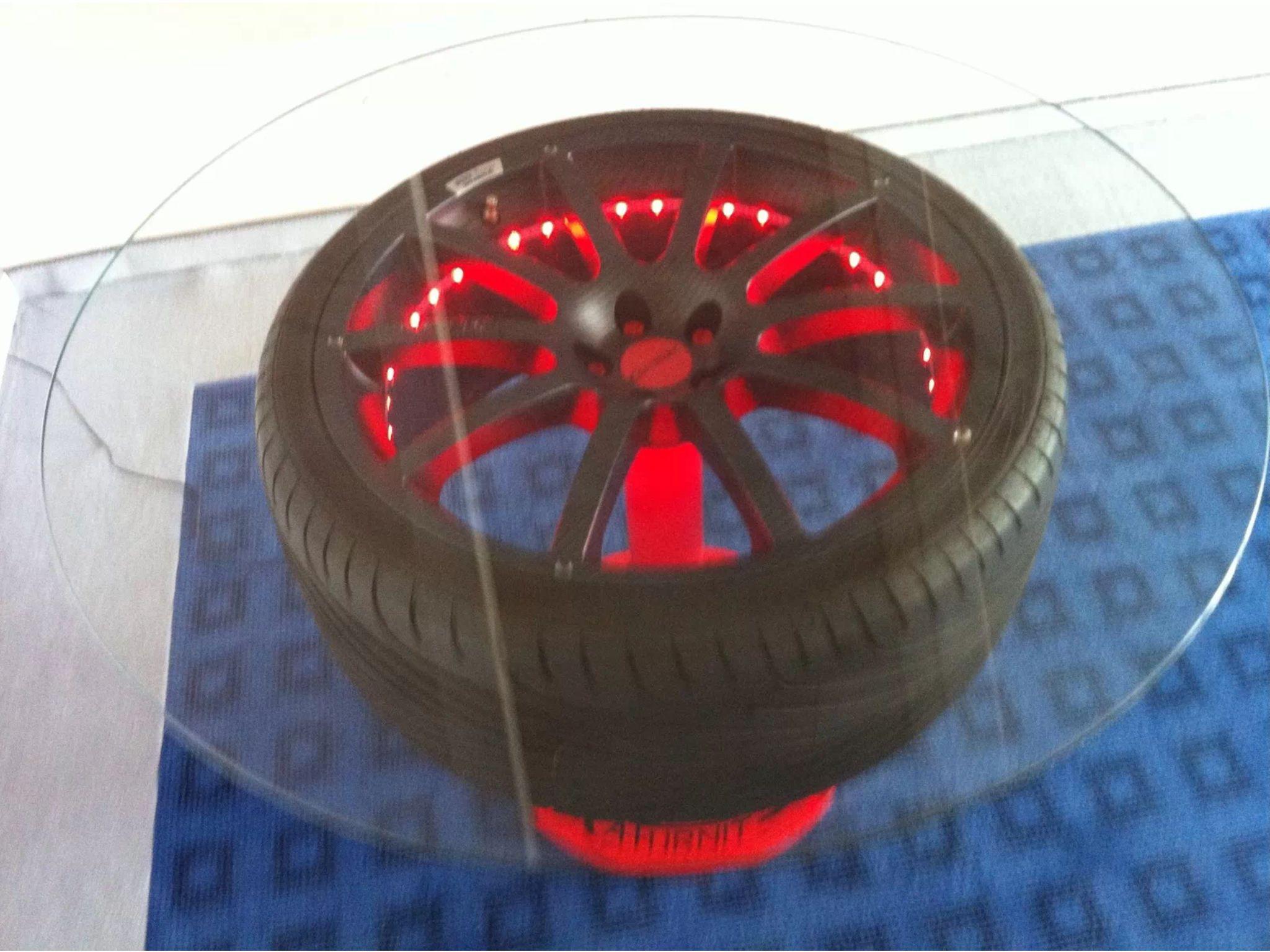 Felgentisch mit roter Beleuchtung   industrial lights   Pinterest ...