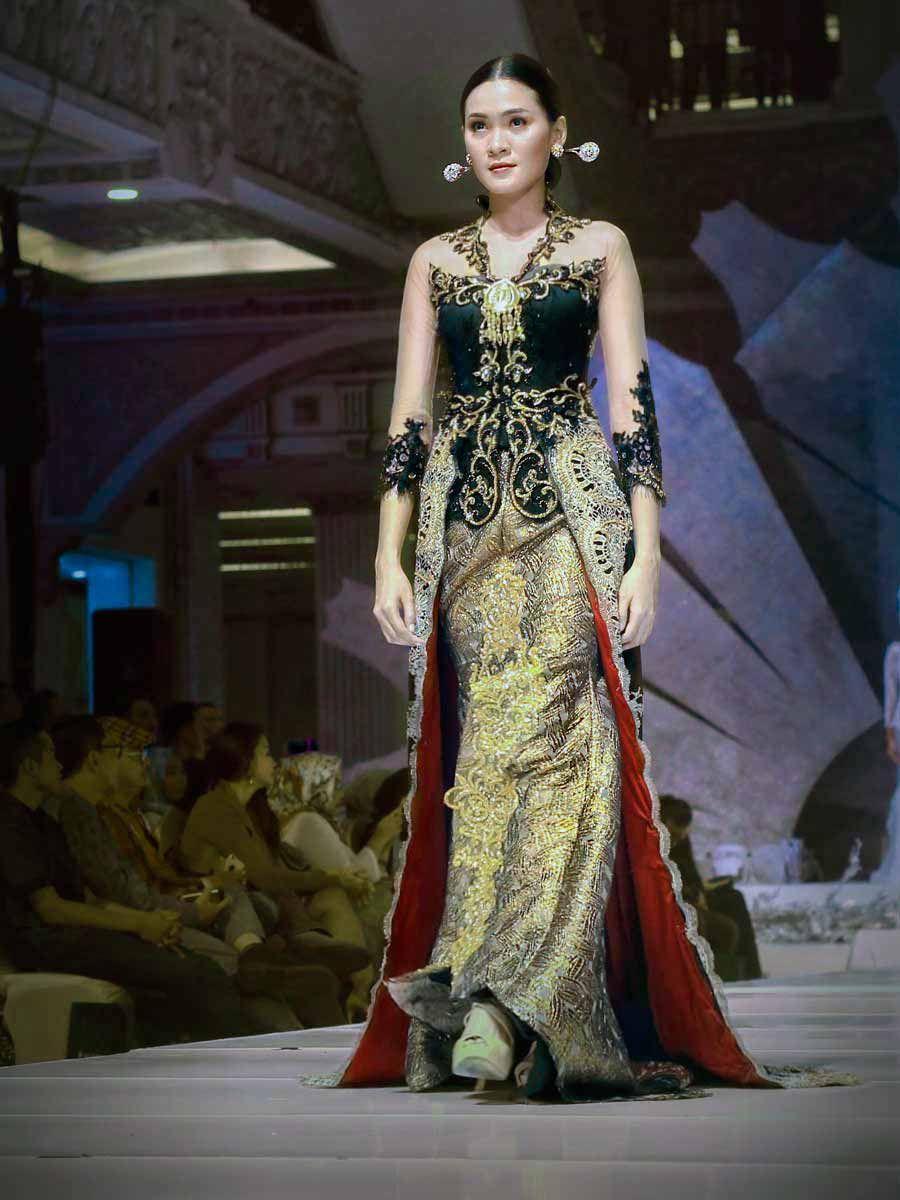 Indonesian couture - wedding kebaya bludru hitam emas The Alluring