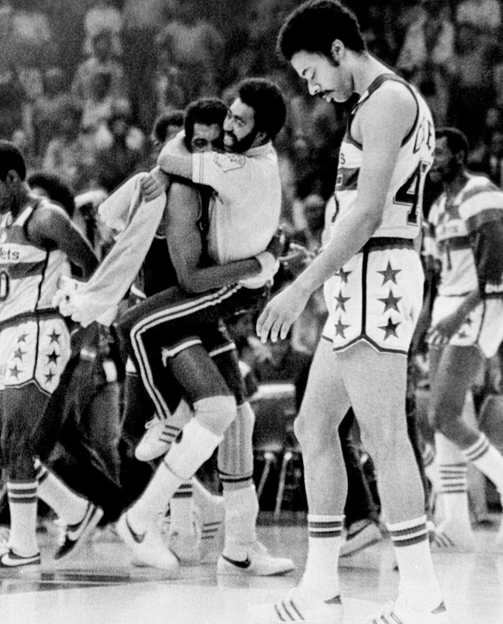 Steve Bracey and Clifford Ray 75 great photos from the NBA