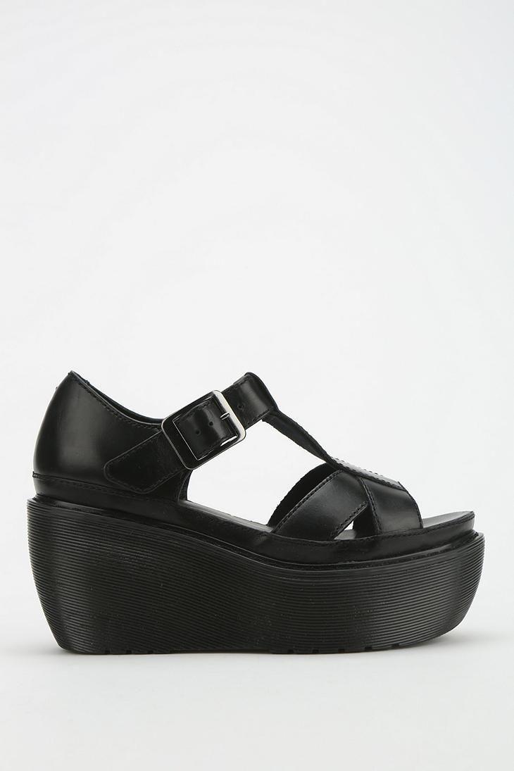 79926ae18be Dr. Martens Adaya T-Strap Platform Sandal  urbanoutfitters Cunas
