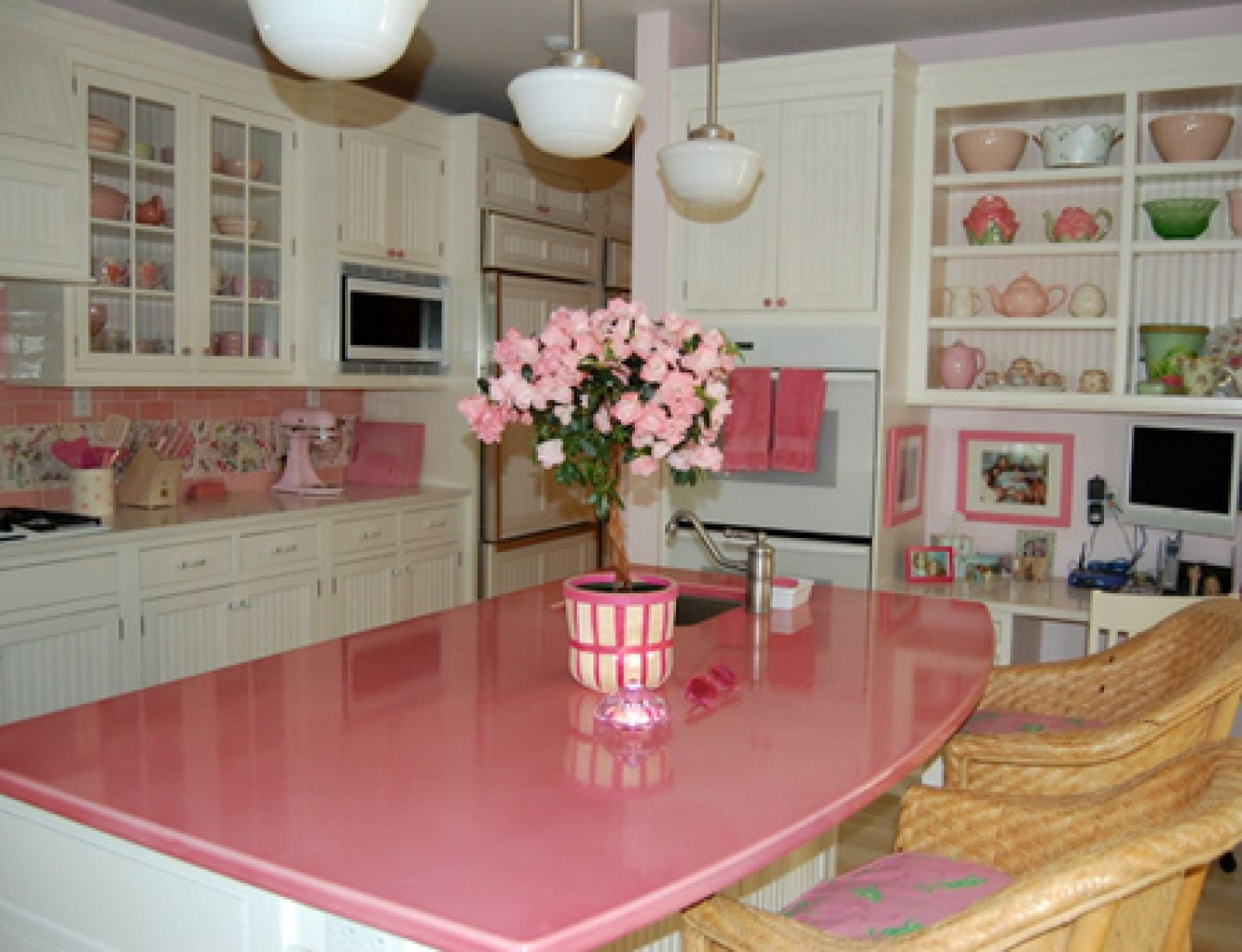Pink kitchens pink kitchen countertops ideas home decor for Kitchen decoration pink