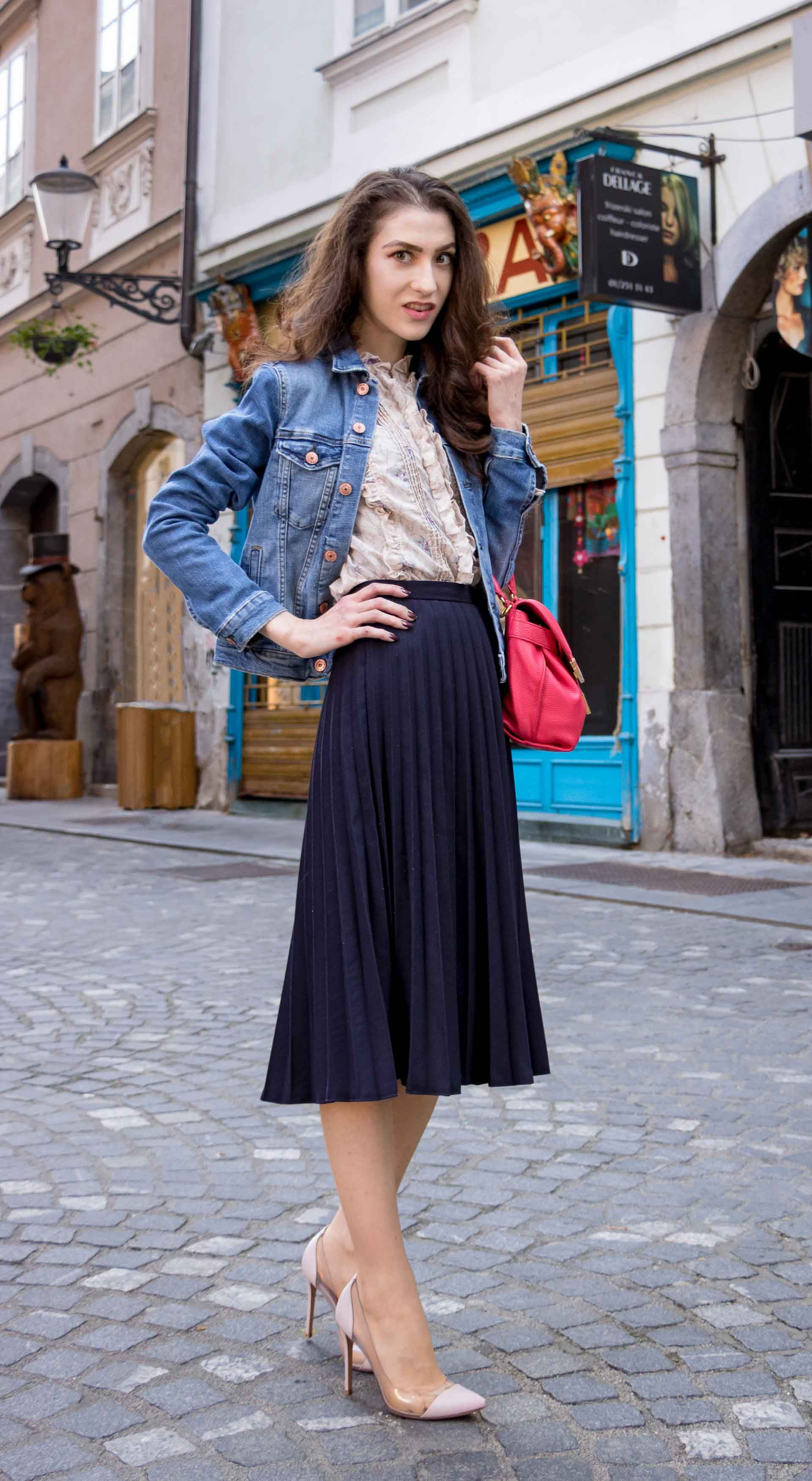 4228baeb68 Fashion Blogger Veronika Lipar of Brunette from Wall Street sharing how to  look chic in elegant pleated midi skirt for brunch #fashion #blogpost #chic  ...