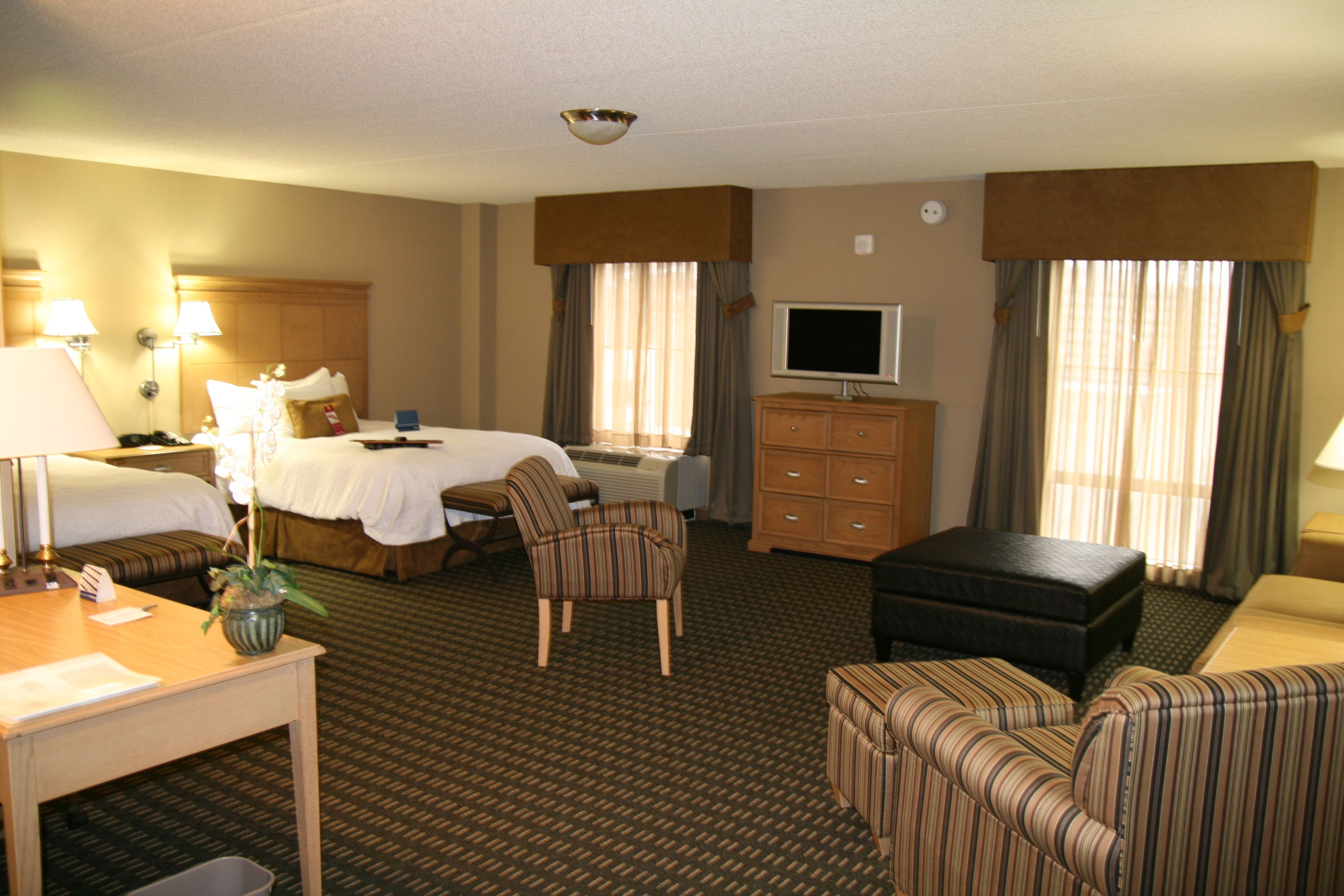 One Of Our Beautiful And Spacious Queen Studio Suites Ny Hotel Suites Hampton Inn