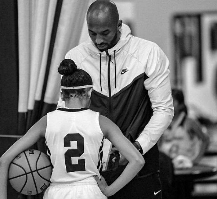 17 Heartbreaking Photos Of Kobe Bryant And His 13 Year Old Daughter Gigi Bored Panda In 2020 Kobe Bryant Family Kobe Bryant Pictures Kobe Bryant Daughters