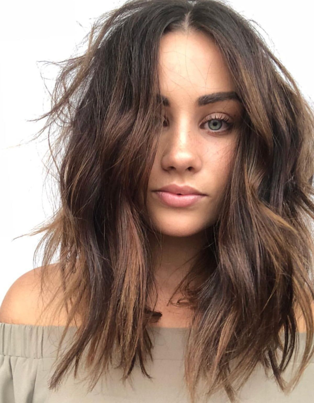Messy Wavy Hair With Chocolatebrown Hair Color And Balayage Im In