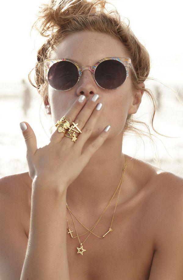rings, metallic nails