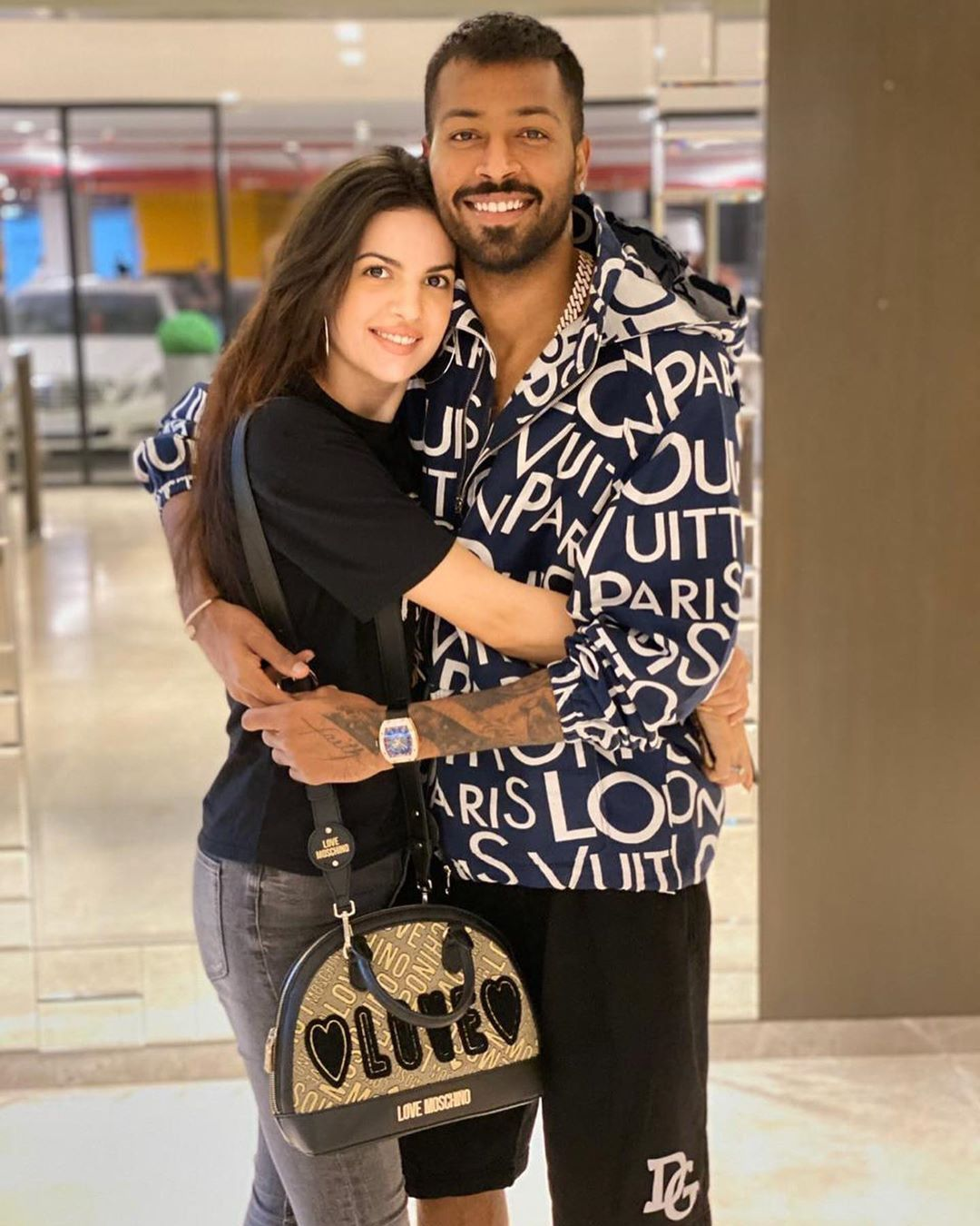 Hardik Pandya And Natasa Stankovic Wedding In 2020 Indian Party Wear Moschino Bag How To Wear